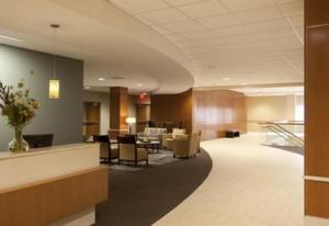 图为奥瓦通纳医院(Owatonna Hospital)的接待区和候诊区