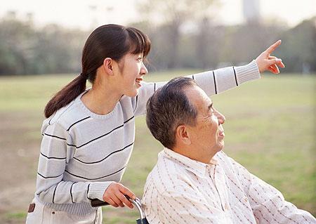 """""""医""""和""""养""""在老年安养机构中的关系"""
