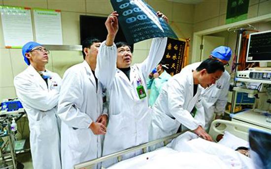 上海外滩踩踏事件已造成36人死亡49人受伤