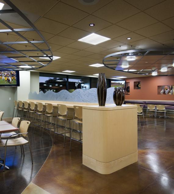 加利福尼亚州幻象山庄的艾森豪威尔医学中心(Eisenhower Medical Center)餐厅